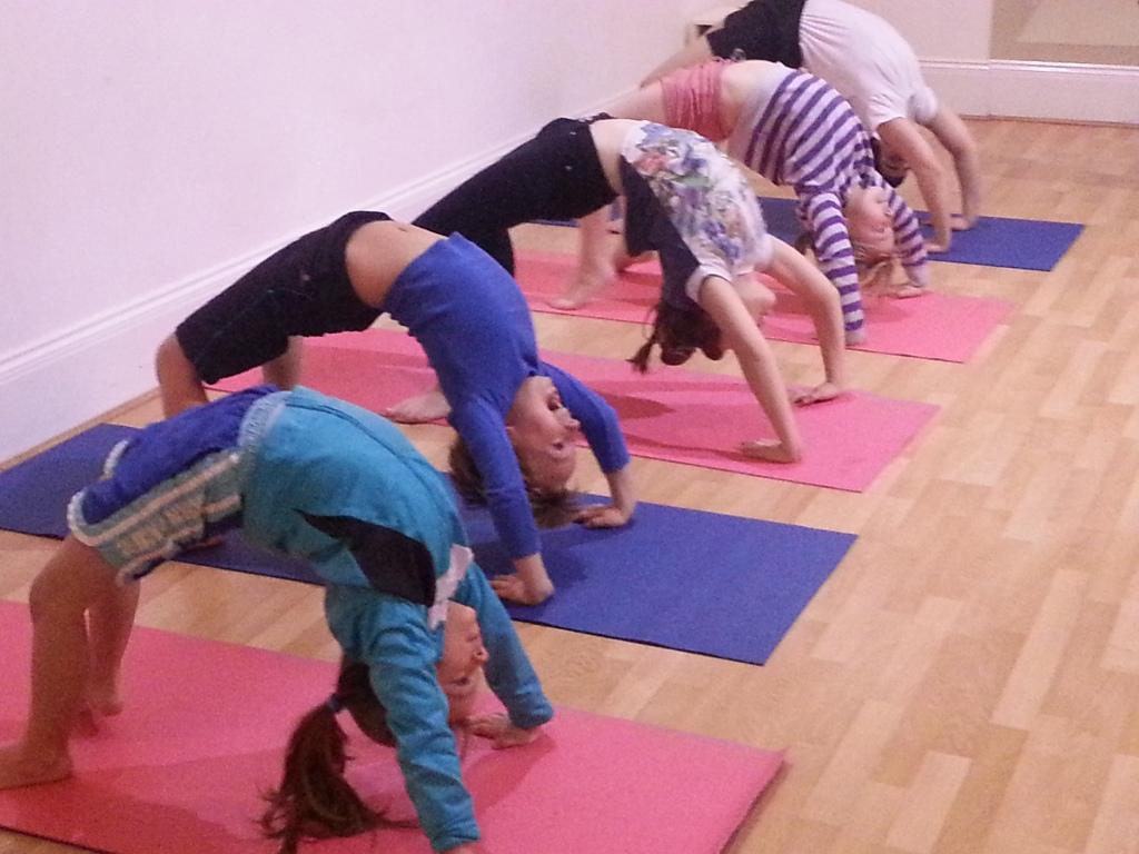 #yogaforkids #yogaforchildren #yoga4kids #yogainforesthill #iyengaryoga #onlineyoga #iyengaryoga #robbieyoga #graziayoga #childrenzoomclasses