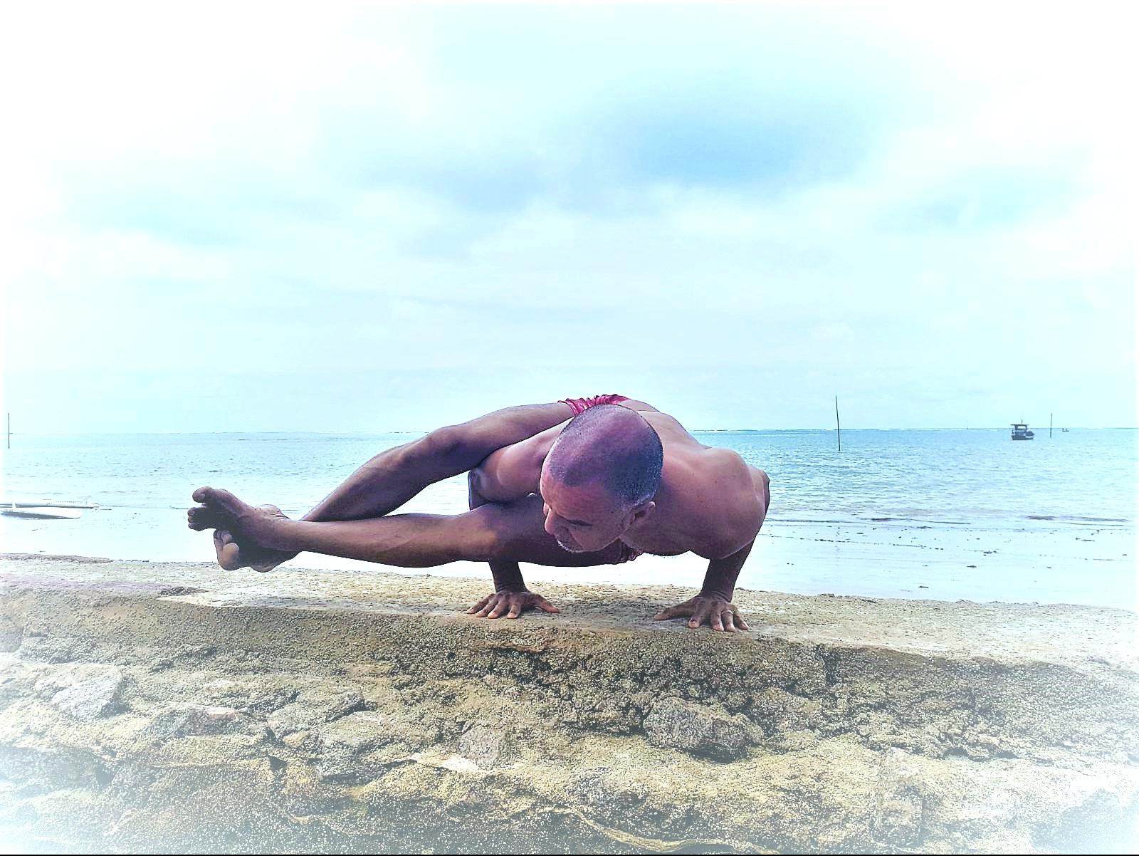 #Astavakrasana #IyengaryogaForestHill #RobbieSilva #Iyengaryogacenter #yogaonline #yogainforesthill