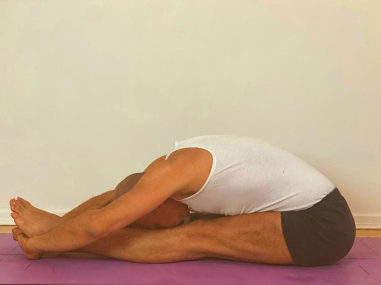 #yogainforesthill #iyengaryoga #onlineyoga #robbieyoga #graziayoga #yogamat #yogaprop